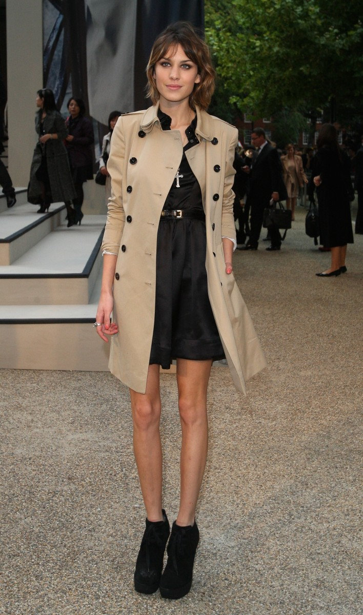alexa_chung_wearing_burberry_trench_coat_at_burberry_prorsum_ss10_womenswear_show_london