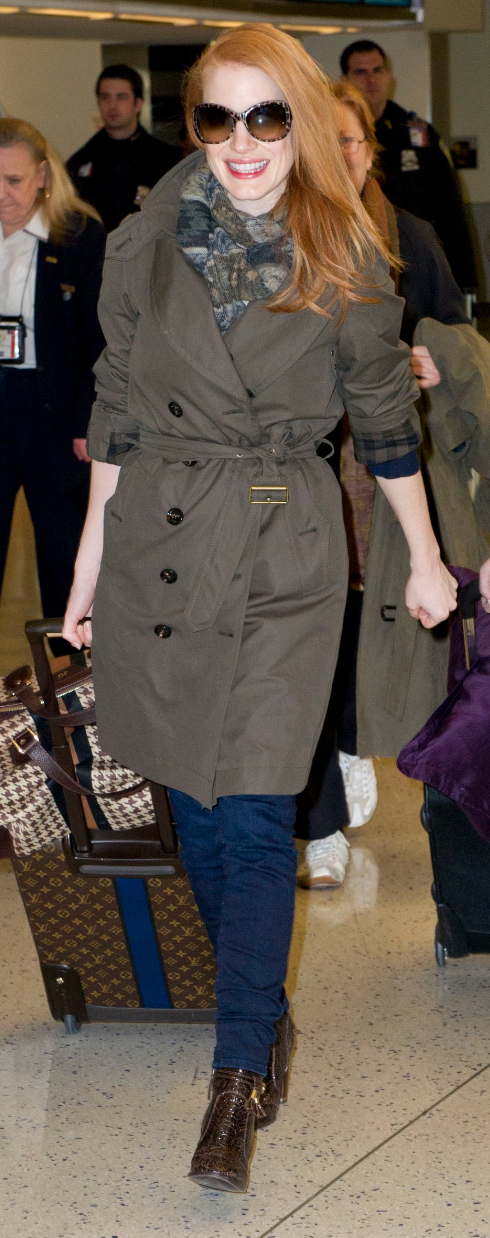 Jessica_Chastain_wearing_Burberry_at_JFK_airport,_New_York,_15th_January_2013_