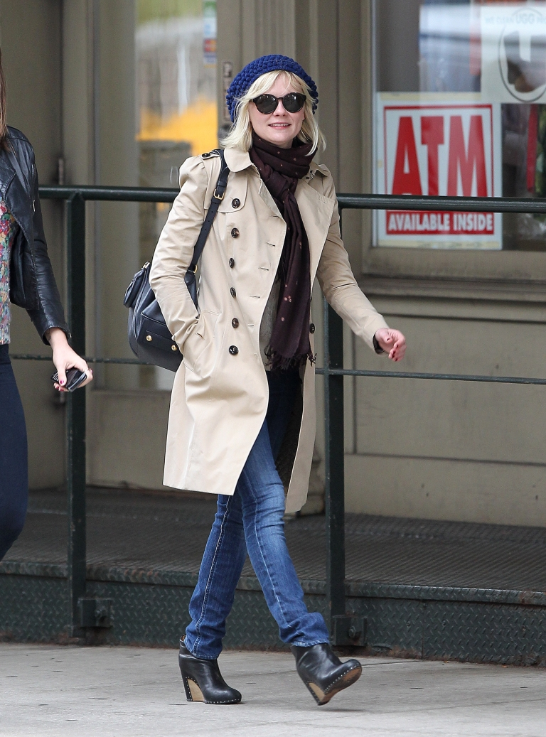 Kirsten Dunst wearing a Burberry Trench Coat in NY, 30th Nov 2010 spl230716_002[1]