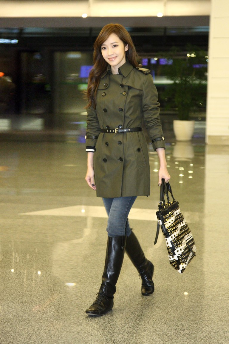 Patty Hou wearing a Burberry trench and Big Crush bag in Taiwan Airport for Burberry Prorsum Womenswear SS14 show in London, 12 Sep 2013