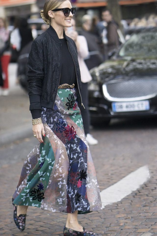printed-maxi-skirt-fall-maxi-skirt-maxis-bomber-jacket-bomber-jacket-and-skirt-olivia-palermo-fall-work-outfit-going-out-night-out-pfw-ss-2017-street-style-ps-640x960